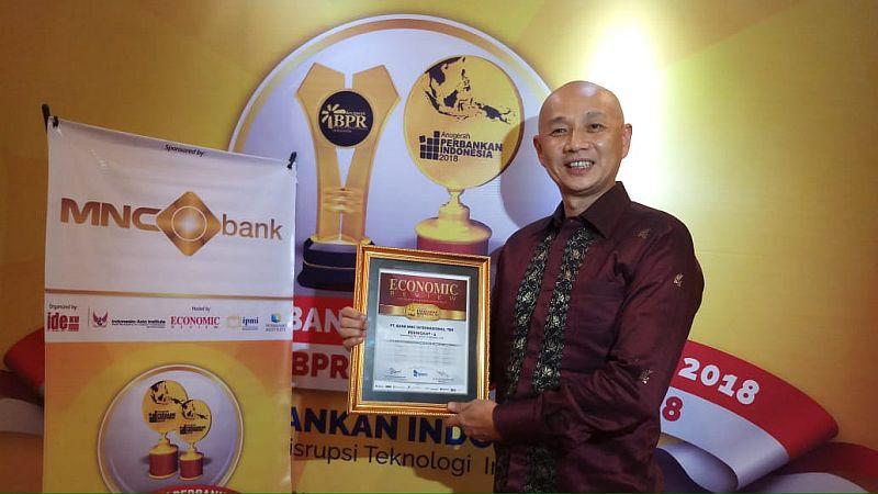 https: img.okezone.com content 2018 11 19 320 1980013 mnc-bank-raih-penghargaan-anugerah-perbankan-indonesia-2018-tsvzMR1IAi.jpg