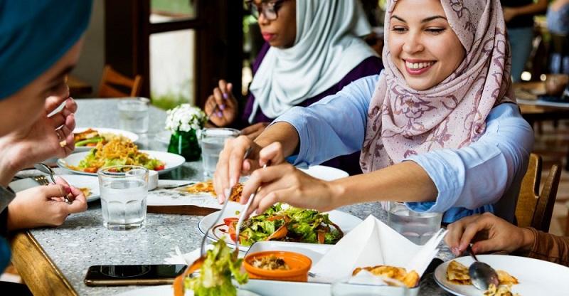 https: img.okezone.com content 2018 11 20 298 1980230 olimpiade-tokyo-2020-jepang-bakal-siapkan-menu-makanan-halal-untuk-muslim-traveler-MFBj9BdXbN.jpg