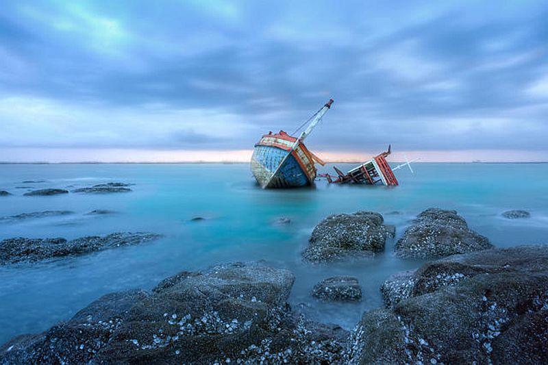 https: img.okezone.com content 2018 11 20 340 1980140 kapal-kelotok-bermuatan-semen-tabrak-kapal-sawit-1-tewas-dan-2-hilang-p0xtZTRaSs.jpg