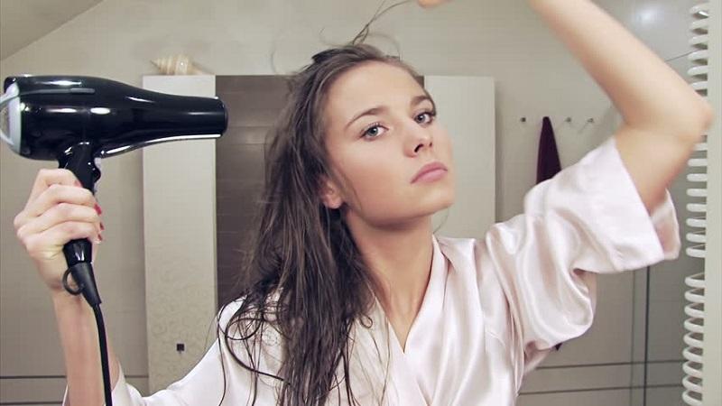 5 Cara Mengeringkan Rambut yang Benar agar Tidak Merusak   Okezone ... 0b5218e848