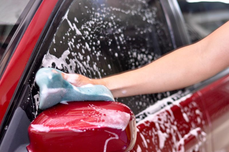 https: img.okezone.com content 2018 11 21 15 1980701 mobil-terguyur-air-hujan-terlihat-bersih-apakah-perlu-di-cuci-DIGuomFtI0.jpg