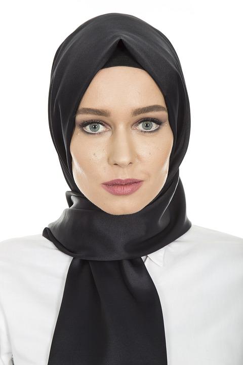 https: img.okezone.com content 2018 11 23 194 1981768 tips-padupadan-hijab-rock-and-roll-tapi-tetap-stylish-krGOWHvHT7.jpg