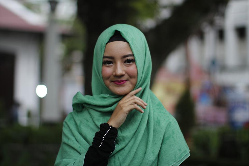 https: img.okezone.com content 2018 11 23 194 1981783 intip-tutorial-hijab-untuk-kamu-yang-ingin-bergaya-syar-i-CuE4TqeWi9.jpg
