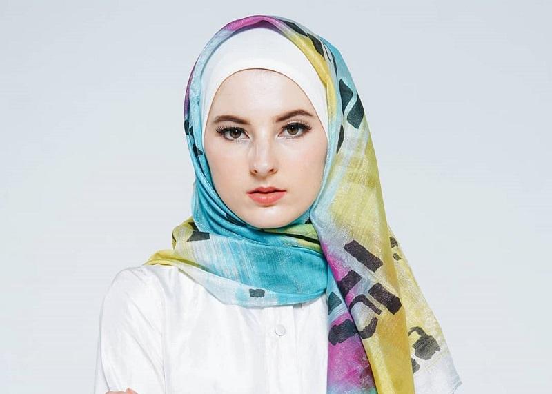 https: img.okezone.com content 2018 11 23 194 1982012 bingung-pilih-model-hijab-cari-inspirasi-dari-5-brand-premium-ini-1JABxYbaMk.jpg