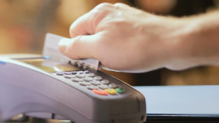 4 Bahaya Tarik Tunai Kartu Kredit