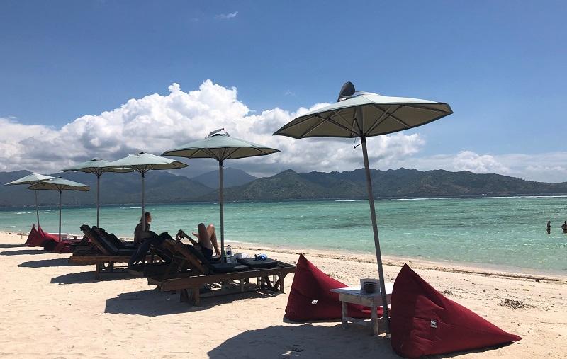 https: img.okezone.com content 2018 11 23 406 1982004 perjalanan-ke-gili-air-lombok-bakal-makin-seru-jika-melalui-bali-j2VFPgHdw3.jpeg