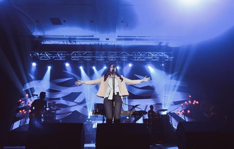 https: img.okezone.com content 2018 11 25 205 1982615 4-rising-star-indonesia-ini-layak-diperhitungkan-masuk-pasar-musik-asia-Ygl5rhxnNp.jpg