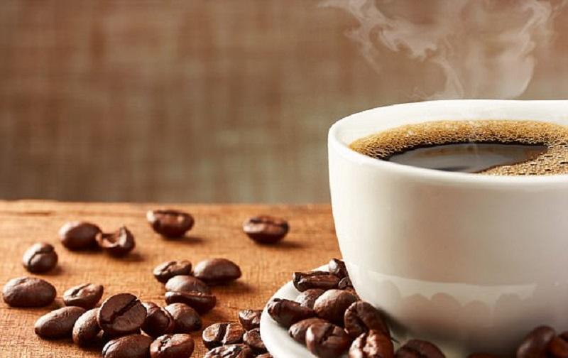 https: img.okezone.com content 2018 11 26 481 1983080 minum-kopi-berlebihan-bisa-bikin-kulit-keriput-sebelum-waktunya-cepat-kelihatan-tua-6YZaiXxFQv.jpg