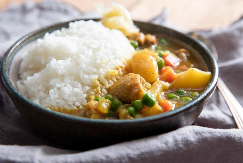 https: img.okezone.com content 2018 11 27 298 1983495 siap-siap-ketagihan-ini-4-makanan-jepang-populer-yang-lezatnya-enggak-kalah-dari-sushi-PwdK4LwYIL.jpg