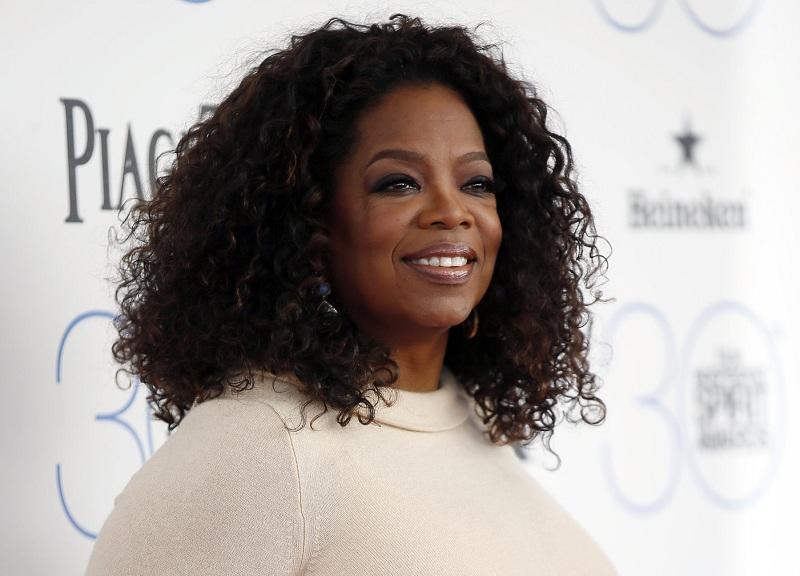 https: img.okezone.com content 2018 11 27 33 1983367 oprah-winfrey-berduka-sang-ibu-meninggal-dunia-wi8GGYisM1.jpg