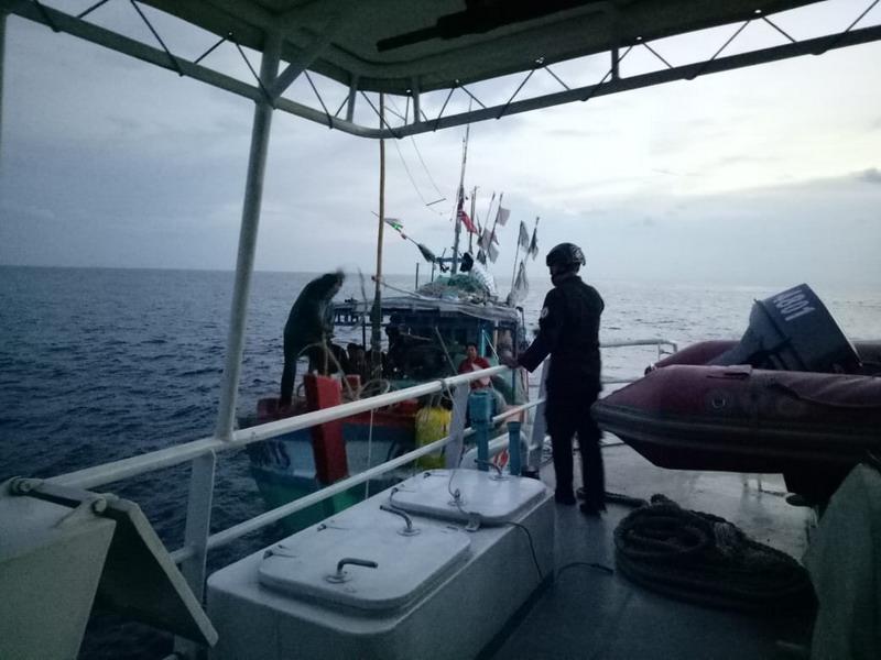 https: img.okezone.com content 2018 11 28 340 1984071 curi-ikan-di-laut-kepri-3-kapal-asal-vietnam-diamankan-tSMyaNtbVd.jpg
