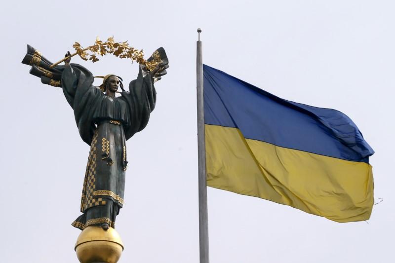 https: img.okezone.com content 2018 11 30 18 1985145 khawatir-ancaman-invasi-ukraina-larang-pria-rusia-masuki-wilayah-negaranya-T6pNkKsqtc.jpg