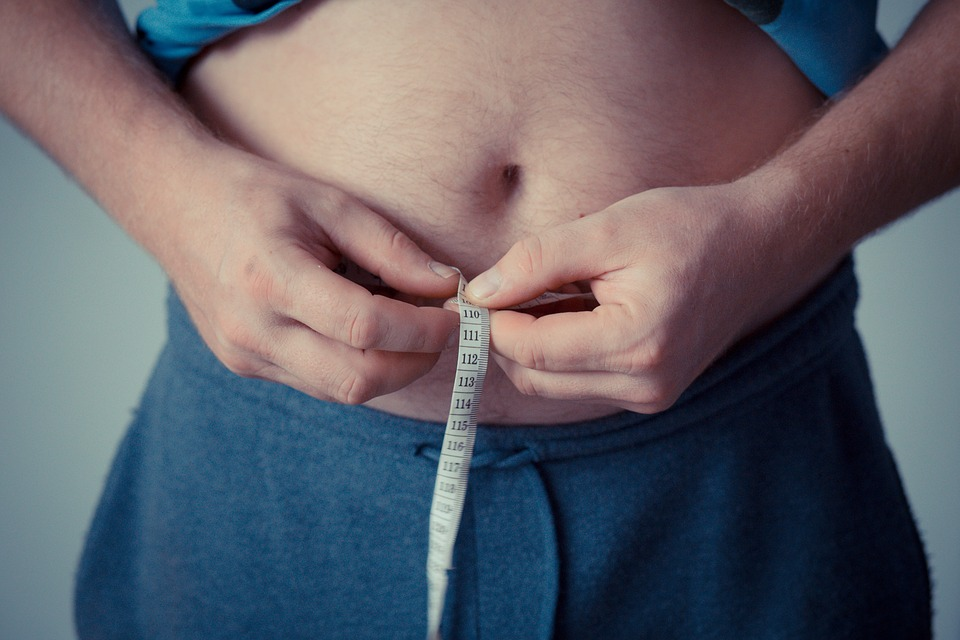 https: img.okezone.com content 2018 11 30 481 1984872 hilangkan-lemak-perut-anda-dengan-2-pola-makan-ini-accKCny0tL.jpg