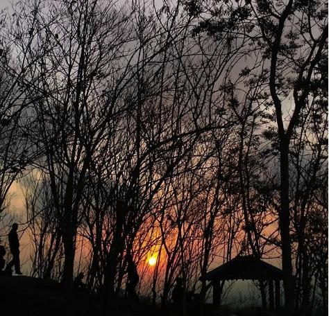 https: img.okezone.com content 2018 12 01 406 1985445 5-spot-berburu-sunset-selain-kuta-sunset-hunter-kudu-tahu-LRHOc3dsSq.png