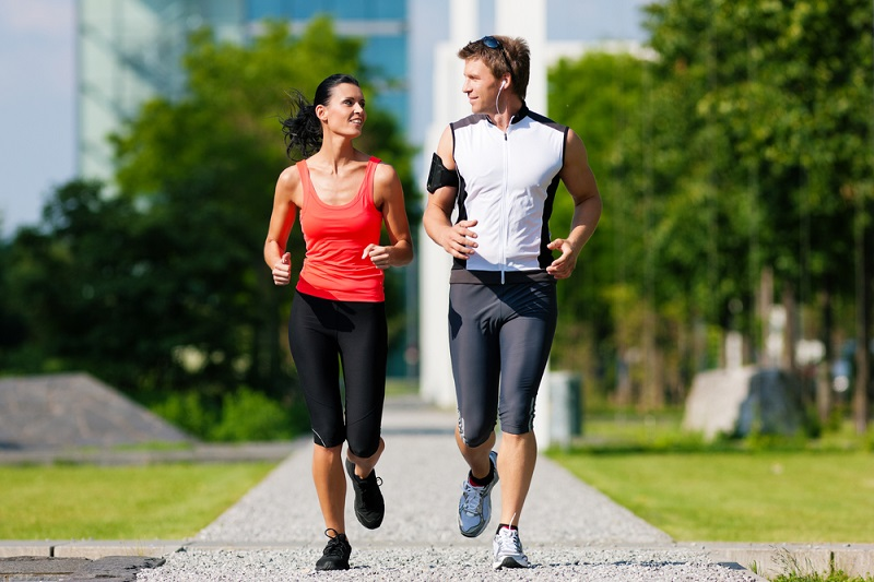 https: img.okezone.com content 2018 12 01 481 1985577 peneliti-sebut-olahraga-lari-sebagai-pilihan-kalau-ingin-awet-muda-FzI3oFib9c.jpg
