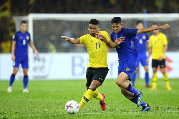 https: img.okezone.com content 2018 12 01 51 1985609 malaysia-tahan-imbang-thailand-di-leg-i-semifinal-piala-aff-2018-pp83WZgdvS.jpg