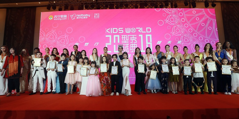 https: img.okezone.com content 2018 12 03 194 1986229 intip-keseruan-beauty-with-a-purpose-charity-dinner-miss-world-2018-r9zeu5fU6m.JPG