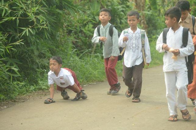 https: img.okezone.com content 2018 12 03 337 1986313 sekolah-inklusi-bisa-menumbuhkan-sikap-toleransi-antara-murid-difabel-dan-non-difabel-V4ZvbETiET.JPG