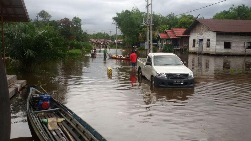 https: img.okezone.com content 2018 12 03 340 1985901 wilayahnya-darurat-banjir-bupati-aceh-barat-minta-bantuan-pemerintah-pusat-VwyWLnEpr6.jpg