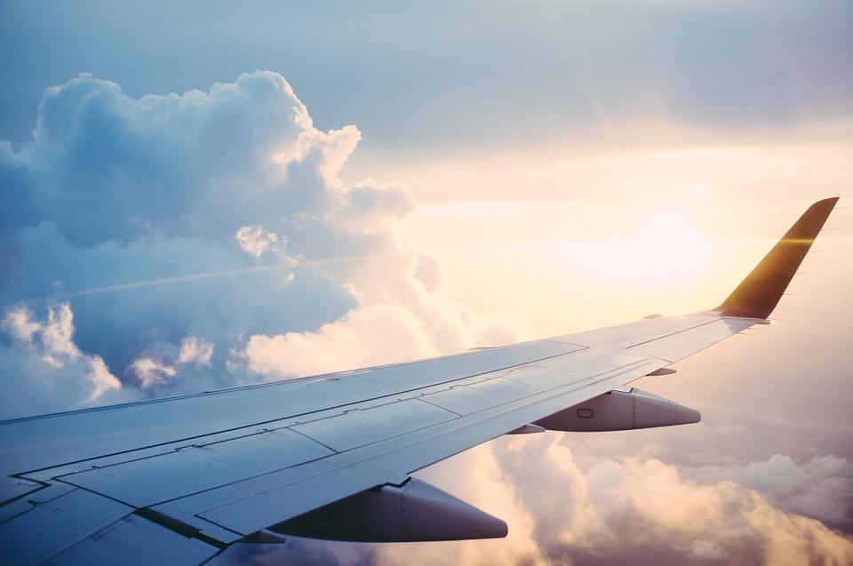 https: img.okezone.com content 2018 12 03 406 1985946 khawatir-pesawat-yang-ditumpangi-tidak-layak-terbang-ini-penjelasannya-dari-vlog-pilot-vincent-raditya-c5r2ClEC7W.jpg