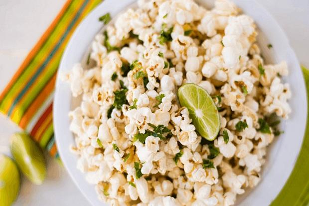 https: img.okezone.com content 2018 12 04 298 1986542 bikin-camilan-anak-popcorn-jeruk-nipis-EatFADKCXY.jpg