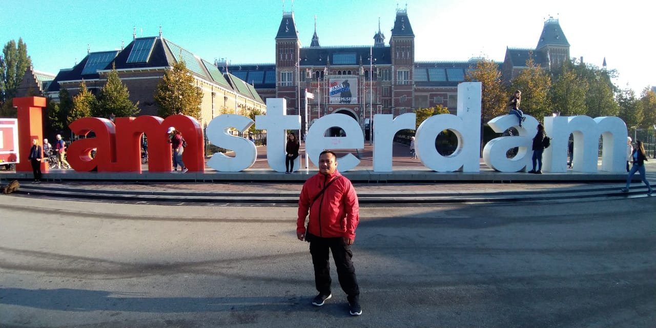 https: img.okezone.com content 2018 12 07 406 1987951 ikon-i-amsterdam-di-depan-ritjksmuseum-belanda-dicopot-setelah-14-tahun-terpasang-kenapa-38UclbNum1.jpg