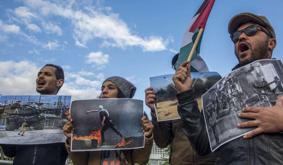 https: img.okezone.com content 2018 12 09 18 1988809 dukung-palestina-demonstran-tunisia-geruduk-kantor-menteri-asal-yahudi-zZeb2SDRlW.JPG