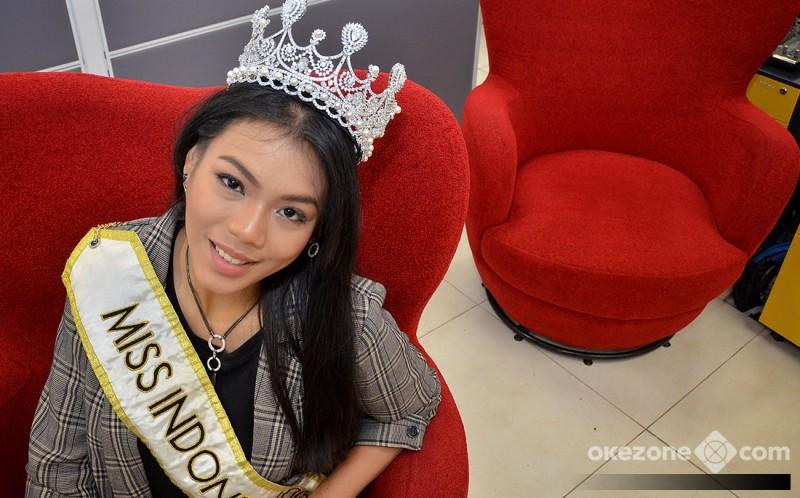 https: img.okezone.com content 2018 12 09 194 1988754 usai-miss-world-2018-natasha-mannuela-alya-tetap-kuat-kamu-sudah-bawa-kemenangan-untuk-indonesia-svEPTfE11Z.jpg