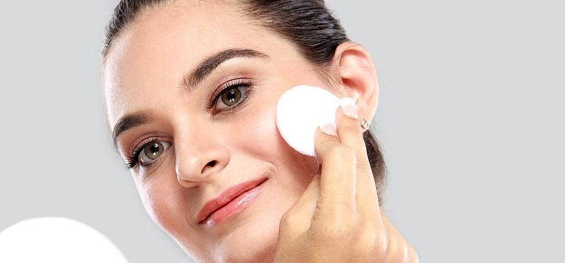 Serum dan essence punya fungsi yang sama baik untuk kulit Anda. Keduanya juga sama-sama bekerja melembapkan kul
