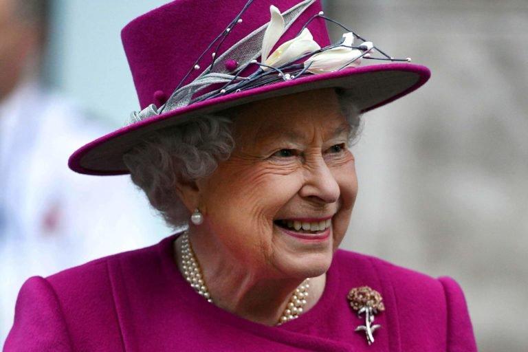https: img.okezone.com content 2018 12 10 196 1989329 ratu-elizabeth-ii-akan-beri-hadiah-natal-untuk-550-pegawai-istana-kerajaan-MA8j0xu0Xt.jpg