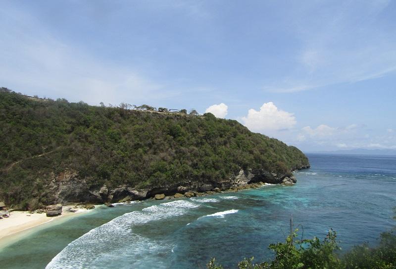 https: img.okezone.com content 2018 12 10 406 1989335 5-pantai-di-jawa-dan-bali-yang-belum-banyak-dijamah-wisatawan-bQjWOvAS2i.JPG