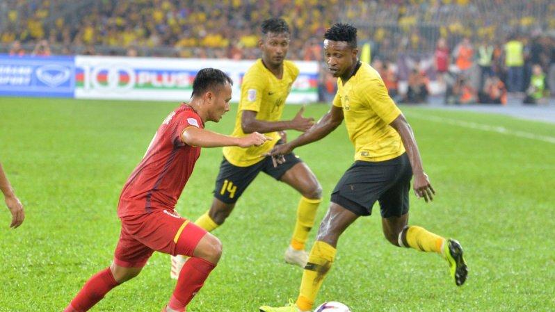 https: img.okezone.com content 2018 12 11 51 1989951 malaysia-tahan-vietnam-di-final-leg-1-piala-aff-2018-K39ce2Pq5v.jpg