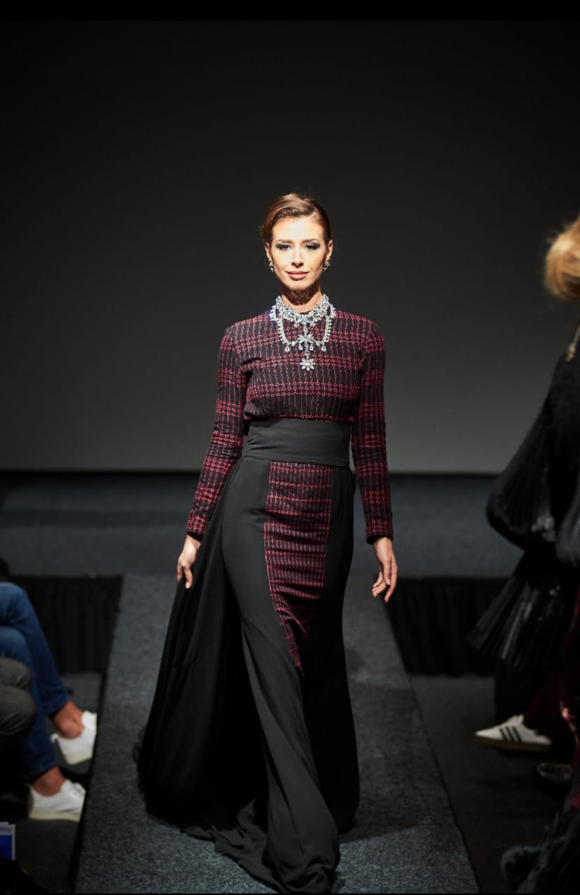 https: img.okezone.com content 2018 12 12 194 1990497 8-desainer-asal-indonesia-ukir-prestasi-di-fashion-show-den-haag-HHXton7tDH.jpg