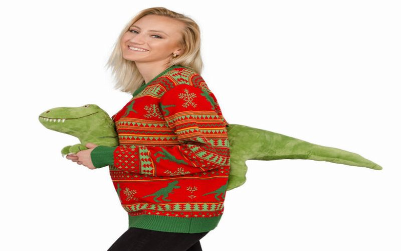 https: img.okezone.com content 2018 12 12 196 1990270 sweater-dinosaurus-hingga-penghangat-hidung-10-kado-natal-paling-aneh-pernah-ada-sEQdaHO4zy.jpg