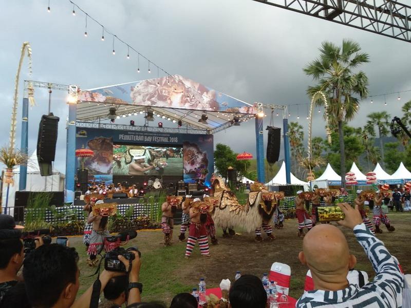 https: img.okezone.com content 2018 12 14 1 1991232 pumuteran-bay-festival-2018-untuk-kelestarian-terumbu-karang-di-buleleng-TLVlB1ReUC.jpg