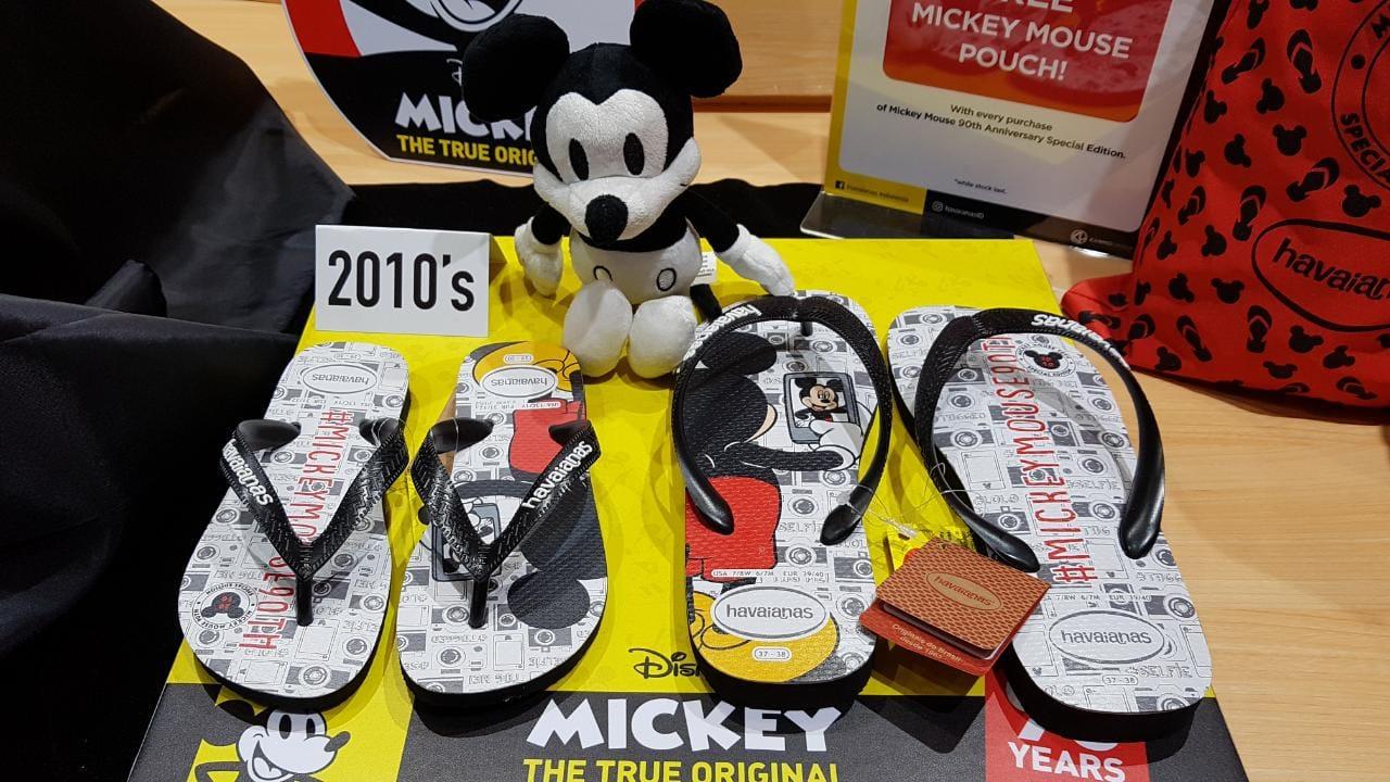 https: img.okezone.com content 2018 12 15 194 1991771 rayakan-ultah-90-tahun-sandal-jepit-ini-keluarkan-10-edisi-limited-mickey-mouse-wKsaF0jRNR.jpg