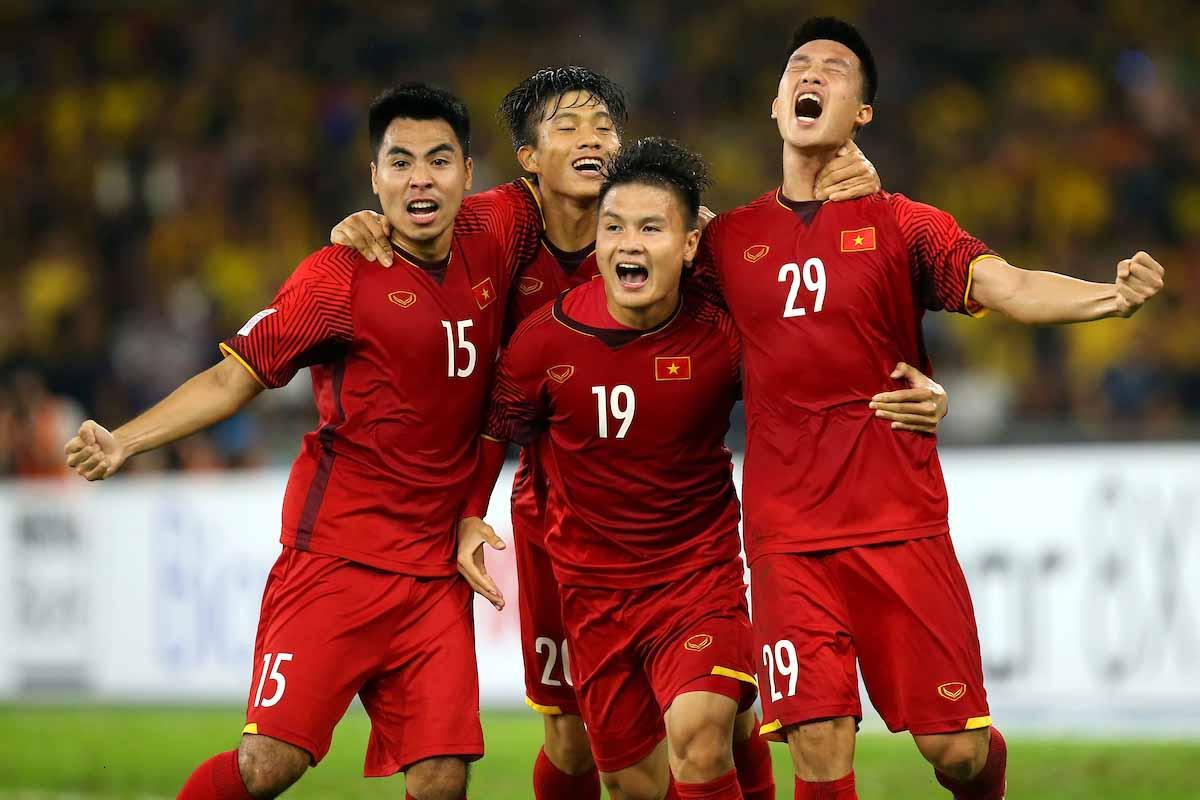 https: img.okezone.com content 2018 12 15 51 1991845 menang-tipis-atas-malaysia-vietnam-juara-piala-aff-2018-B3AoHILT80.jpg