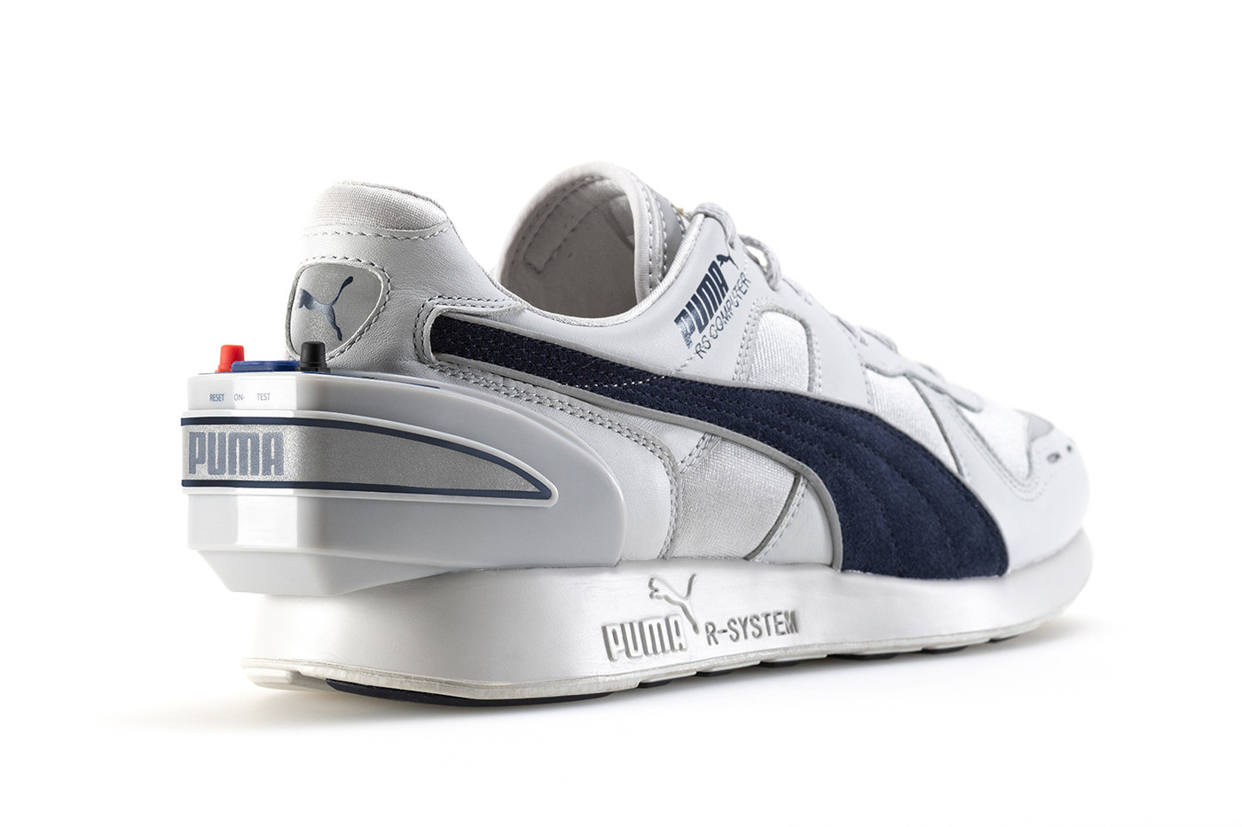 https: img.okezone.com content 2018 12 15 57 1991670 canggih-sepatu-ini-miliki-teknologi-smartwatch-aCEEaCr2hl.jpg