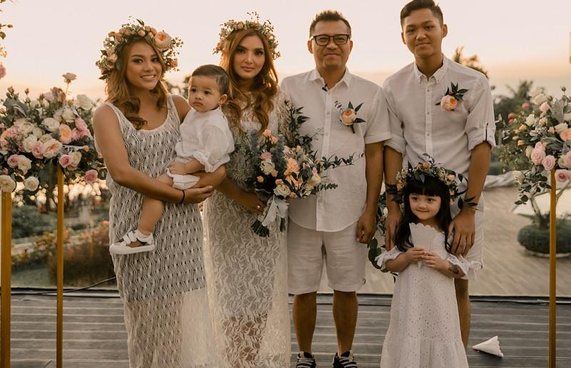Keluarga Anang Hermansyah Bagikan Foto Suster Arsya ...