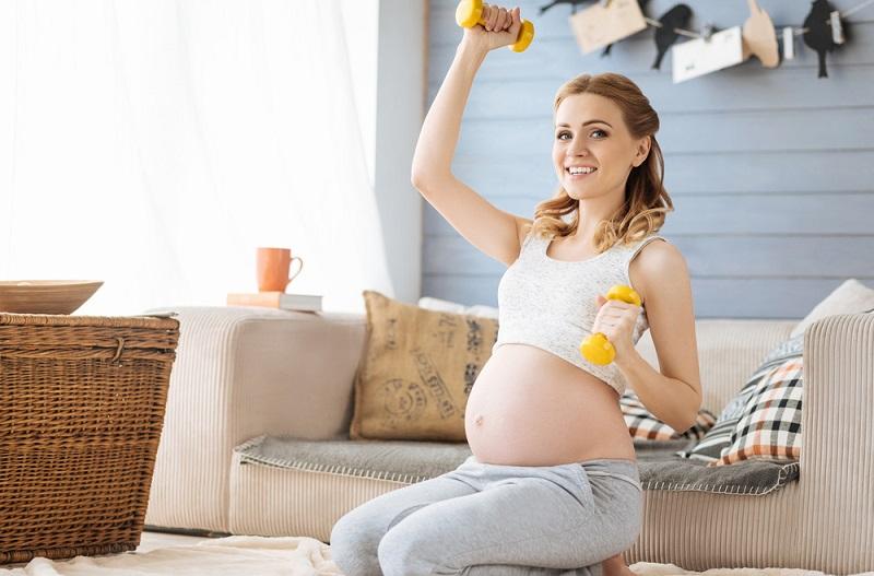 https: img.okezone.com content 2018 12 19 481 1993457 ibu-hamil-tak-boleh-angkat-beban-berat-ternyata-cuma-mitos-ini-faktanya-F4tx11vFVO.jpg