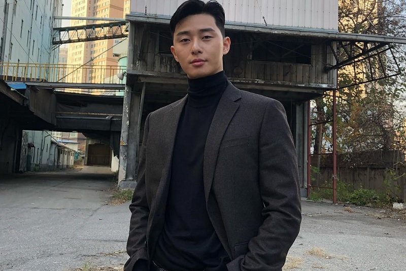 https: img.okezone.com content 2018 12 21 33 1994365 park-seo-joon-rayakan-ulang-tahun-barng-v-bts-dan-park-hyungsik-m0udpYHHd6.jpg