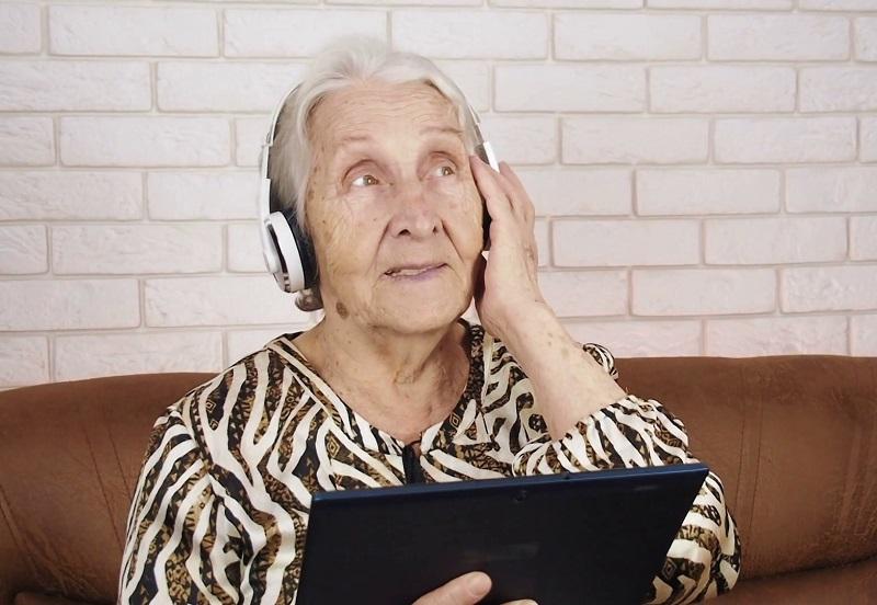 https: img.okezone.com content 2018 12 21 481 1994420 peneliti-sebut-musik-dapat-tingkatkan-mood-orang-demensia-d1gEQp0cPV.jpg