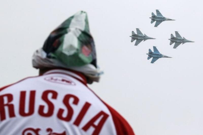 https: img.okezone.com content 2018 12 23 18 1995001 lusinan-pesawat-tempur-rusia-tiba-di-krimea-di-tengah-ketegangan-dengan-ukraina-qe5DRDkfmy.jpg