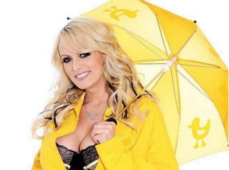 https: img.okezone.com content 2018 12 23 194 1995229 gaya-fesyen-stormy-daniels-wanita-paling-dicari-di-pornhub-sepanjang-2018-Ixz1ZzawNi.jpg
