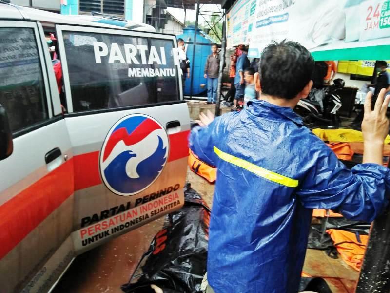 https: img.okezone.com content 2018 12 23 340 1995148 cerita-rescue-perindo-saat-tsunami-banten-evakuasi-10-warga-sekaligus-gunakan-ambulans-tZ39TG0auh.jpg