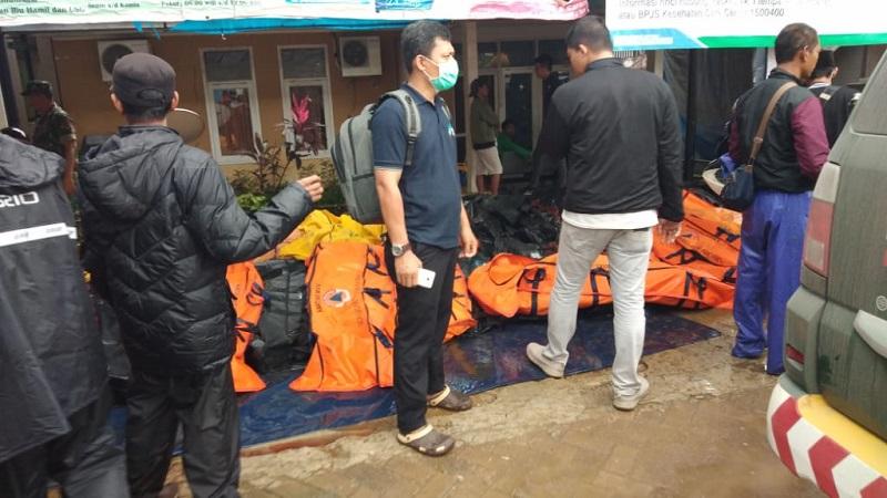 https: img.okezone.com content 2018 12 23 481 1995169 pasca-tsunami-selat-sunda-ini-tips-sehat-selama-di-pengungsian-PeNrw30EVG.jpg