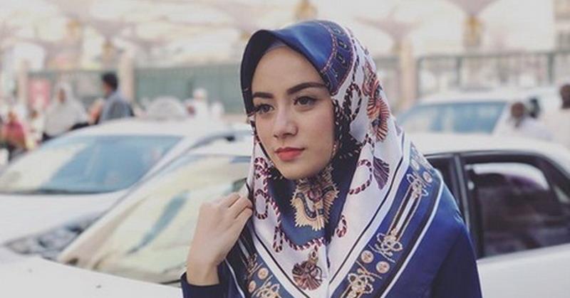 https: img.okezone.com content 2018 12 25 33 1995681 jenazah-istri-ifan-seventeen-disemayamkan-di-ponorogo-QUSIIIzbWE.jpg
