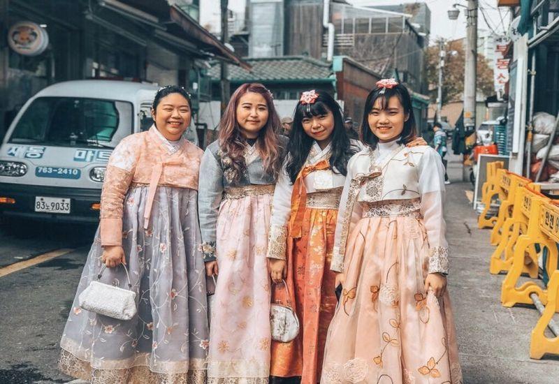 https: img.okezone.com content 2018 12 25 406 1995622 6-tempat-wisata-di-seoul-yang-wajib-dikunjungi-bisa-dalam-sehari-TKjpbfxx9k.jpg