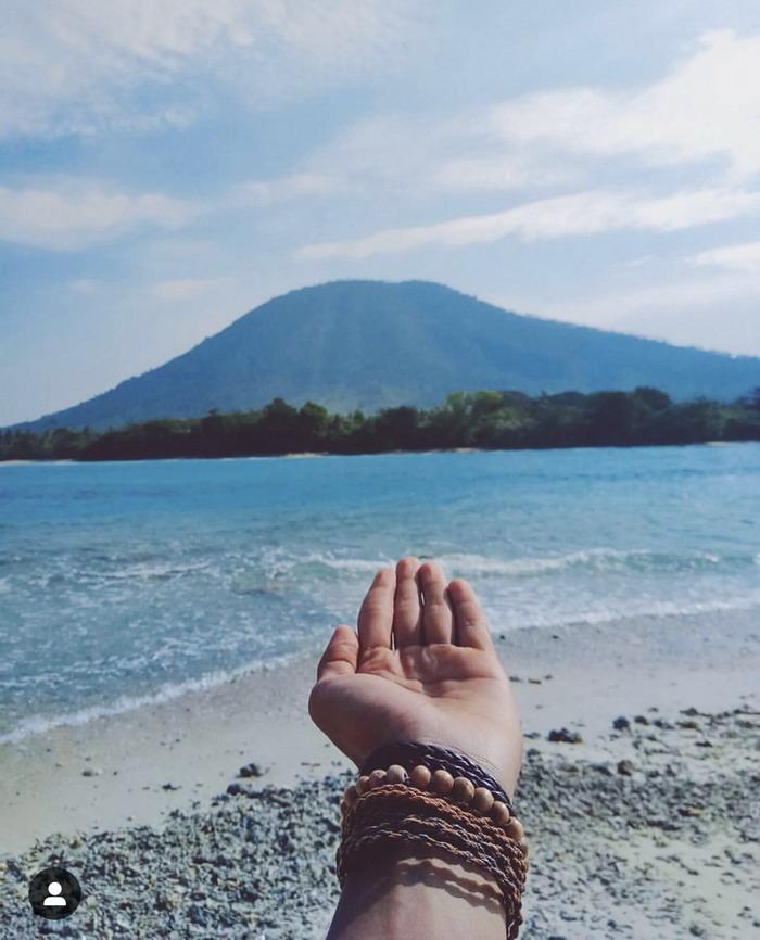 https: img.okezone.com content 2018 12 27 406 1996420 melihat-indahnya-pulau-sebesi-pulau-terdekat-dari-gunung-anak-krakatau-PSjSRD3CQH.jpg