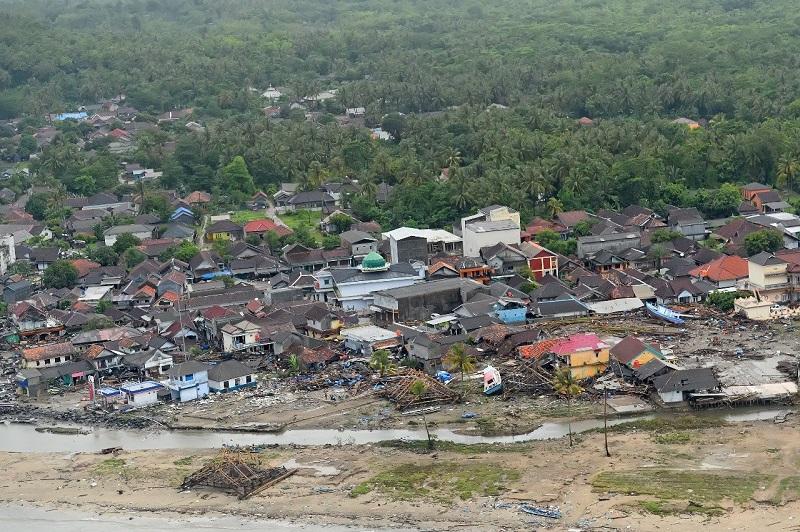 https: img.okezone.com content 2018 12 27 406 1996734 dampak-tsunami-banyak-wisatawan-batalkan-pesanan-hotel-di-anyer-E0fCIHwCyD.jpg